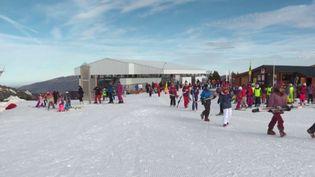 Beaucoup de vacanciers vont rejoindre les stations de ski, qui sont prêtes à les accueillir à partir de vendredi 7 janvier au soir. (FRANCE 3)