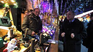 Le ministre de l'Intérieur, Bruno Le Roux, en visite au marché de Noël de Strasbourg, le 20 décembre. (PATRICK HERTZOG / AFP)