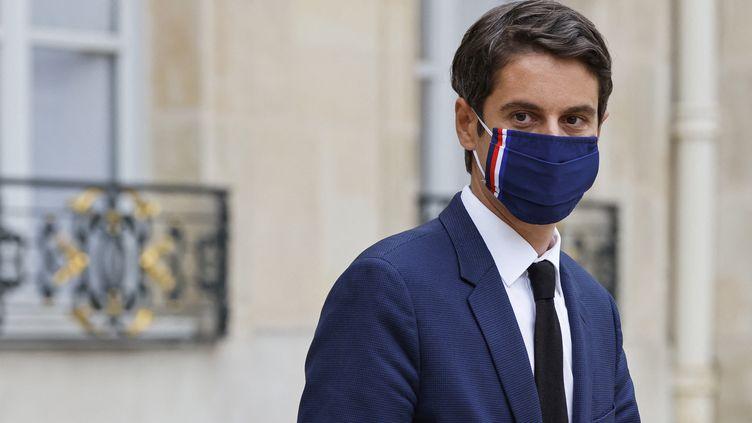 Le porte-parole du gouvernement, Gabriel Attal, devant l'Elysée, à Paris, le 23 juin 2021. (LUDOVIC MARIN / AFP)