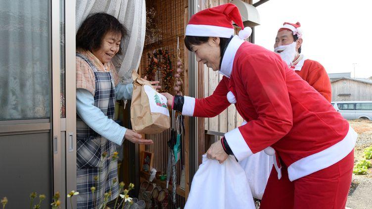 Noël àIwaki(Japon), où vivent dans des habitats temporaires les habitants évacués des villesproches de la centrale nucléaire de Fukushima. (TORU YAMANAKA / AFP)