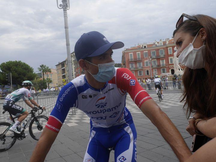 Rudy Molard (Groupama-FDJ) s'autorise quelques instants avec des proches à Nice