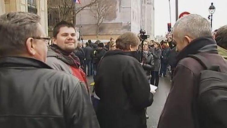 Les salariés de SeaFrance devant le palais de justice de Paris, mardi 3 janvier 2012. (VIDÉO :L. BAZIZIN, O. SIBILLE ET E. BEKE – FRANCE 2)