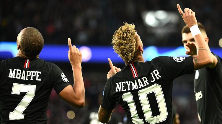 Le Brésilien Neymar et le Français Mbappé fêtent un but (FRANCK FIFE / AFP)