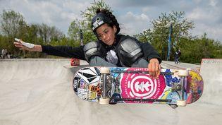 La skateuse française, Madeleine Larcheron, lors d'un concours à Chelles (Seine-et-Marne) le 2 mai 2021. (BERTRAND GUAY / AFP)