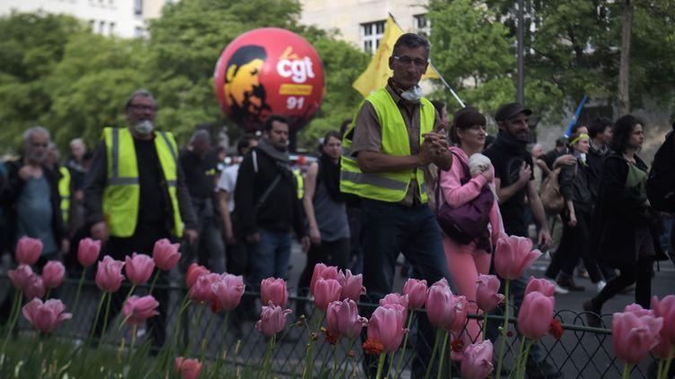 """""""Gilets jaunes"""" et mouvements syndicaux ont défilé conjointement, mercredi 1er mai 2019, à Paris. (LUCAS BARIOULET / AFP)"""