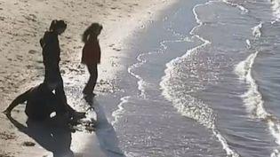 Sur une plage du bassin d'Arcachon, en Gironde. (FTVI / FRANCE 2)