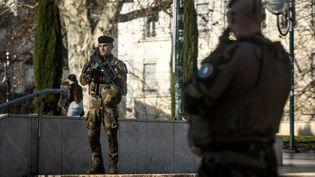 Les soldats de l'opération Sentinelle patrouillent dans les rues de Lyon, en France, dans le cadre du plan Vigipirate, le 27 février 2019. (NICOLAS LIPONNE / NURPHOTO / AFP)
