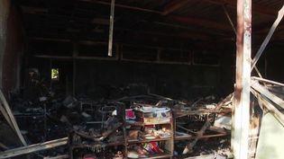 Lundi 4 novembre, près de 300 élèves d'une école primaire de Béziers (Hérault) n'ont pas pu rejoindre leur classe. L'établissement avait été incendié quatre jours plut tôt. (France 3)