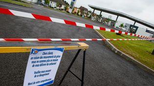 Une station-essence fermée en raison de la pénurie de carburant, à Arras, le 20 mai 2016. (MAXPPP)