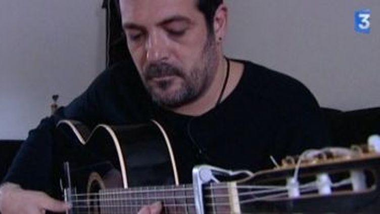 Le chanteur Daniel Fernandez fête les dix ans de son trio  (Culturebox)