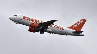 Un avion Easyjet au décollage. (PASCAL PAVANI / AFP)