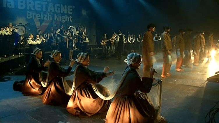 Le cercle de Beuzec Cap Sizun, l'un des groupes traditionnels qui participent à la Nuit de la Bretagne.  (France 3)