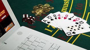 """Une étude publiée jeudi 27 juin évoque un """"niveau de risque élevé"""" par rapport à l'ensemble des jeux d'argent et de hasard. (IMAGE SOURCE / GETTY IMAGES)"""