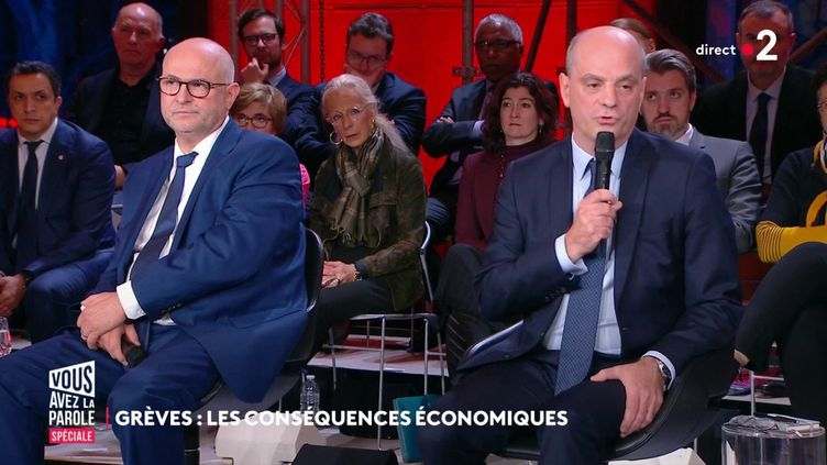 """Laurent Pietraszewski(à gauche) et Jean-Michel Blanquer lors de l'émission """"Vous avez la parole"""", auConseil économique et social à Paris, le 9 janvier 2020. (FRANCE 2)"""