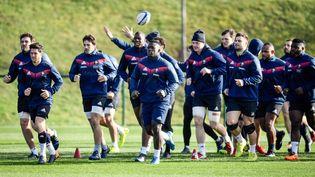 Les joueurs du XV de France s'entraînent le 2 février 2018, à Marcoussis, avant leur match contre l'Irlande, pendant le Tournoi des six nations. (CHRISTOPHE SIMON / AFP)