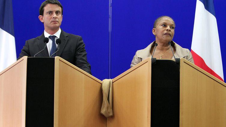 Le ministre de l'Intérieur, Manuel Valls, et la ministre de la Justice,Christiane Taubira, pendant une conférence de presse à Ajaccio (Corse-du-Sud) le 15 novembre 2012. (PASCAL POCHARD-CASABIANCA / AFP)