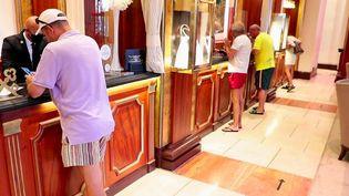 Palaces : la clientèle estivale est de retour (France 2)
