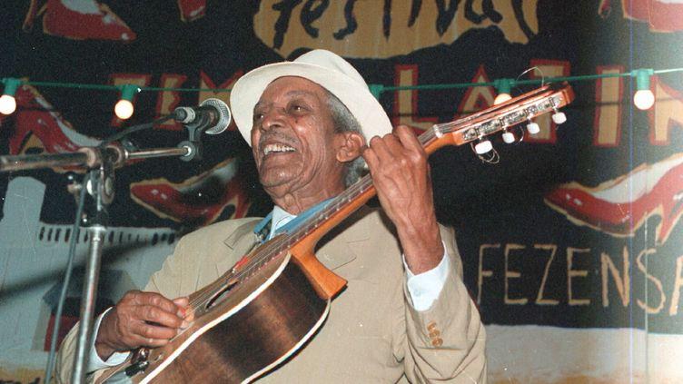 Compay Segundo lors de son concert au festival Tempo Latino, le 27 juillet 1996. (BRAGAGNOLO / MAXPPP)