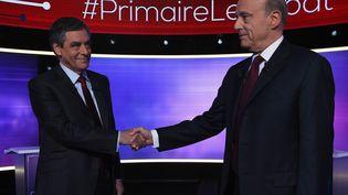 François Fillon et Alain Juppé sur le plateau du débat, le 24 novembre à Paris (ERIC FEFERBERG / AFP PHOTO)
