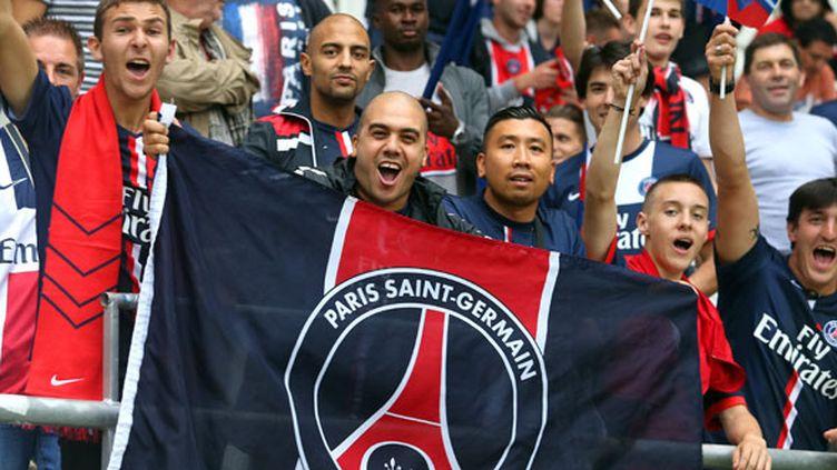 Des supporters du PSG en tribunes