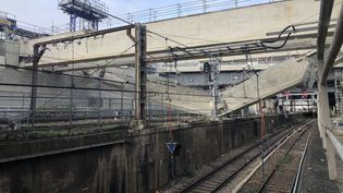 Une poutre de plusieurs centaines de tonnes est tombée sur les voies à la Gare d'Austerlitz (Paris), dans la nuit du lundi 30 novembre au mardi 1er décembre 2020. (SNCF)