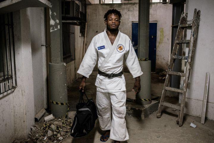 Le judoka congolais réfugié au Brésil, Popole Misenga, avant un entraînement à l'institut Reaçao de Rio de Janeiro (Brésil), en avril 2016. (YASUYOSHI CHIBA / AFP)