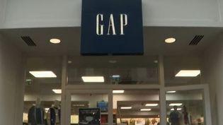 Le déclin de la marque vestimentaire emblématique Gap s'est accéléré avec la crise économique liée à la crise sanitaire. (France 2)