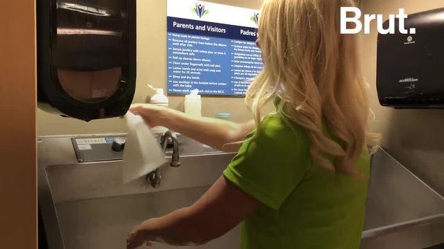 Aux États-Unis, des bénévoles donnent de leur temps pour s'occuper des nouveau-nés qui nécessitent le plus de soins.