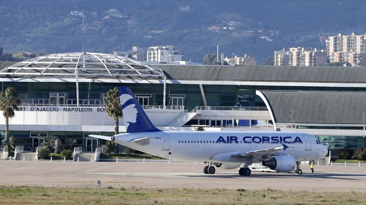 Image d'illustration de l'aéroport d'Ajaccio. (PASCAL POCHARD-CASABIANCA / AFP)