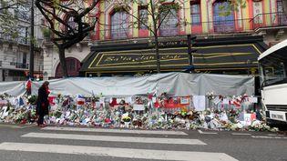 Le café du Bataclan, qui jouxte la salle de concert, le 26 novembre 2015, à Paris. (ALAIN ROBERT / APERCU / SIPA)