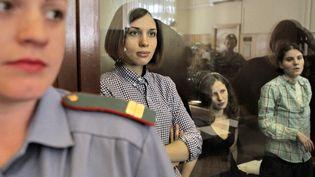 Trois membres de Pussy Riot à l'ouverture de leur procès, le 30 juillet 2012 à Moscou (Russie). (ANDREY STENIN / RIA NOVOSTI /AFP)