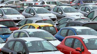 Les immatriculations de voitures neuves en France ont chuté de 5,7% en 2013. (PHILIPPE HUGUEN / AFP)