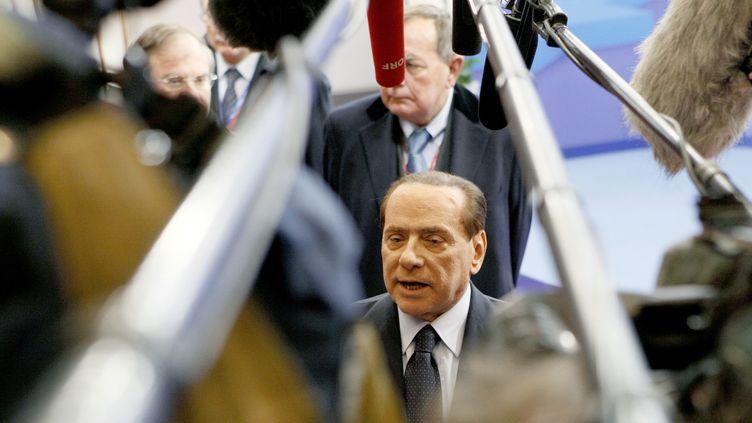 Le président du conseil italien Silvio Berlusconi, lors du sommet européen de dimanche 23 octobre à Bruxelles (Belgique). (SEBASTIEN PIRLET/REUTERS)