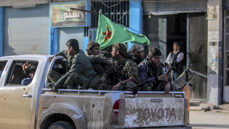 Des combattants kurdes dans la ville de Tall Hamis (Syrie), le 27 février 2015. (  REUTERS)