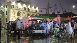 Une grue s'est effondrée dans la grande mosquée de La Mecque (Arabie saoudite), vendredi 11 septembre 20158, alors que la ville est frappée par les intempéries. (OZKAN BILGIN / ANADOLU AGENCY / AFP)