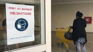 Entrée de supermarché à Besançon (illustration). (ALIA DOUKALI / RADIO FRANCE)