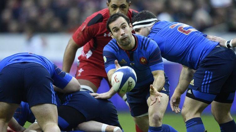 Morgan Parra libère le ballon face aux Gallois