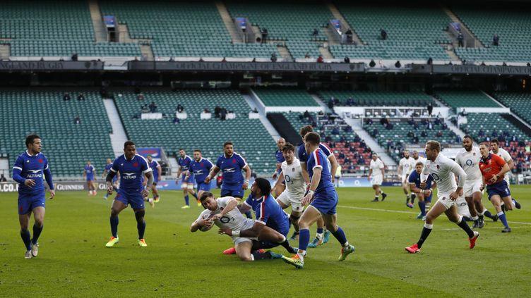 Le XV de France affronte l'Angleterre lors d'un match du Tournoi des six nations, le 13 mars 2021 à Twickenham (Royaume-Uni). (ADRIAN DENNIS / AFP)