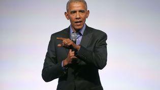 L'ancien président américain Barack Obama lors du sommet de sa fondation à Chicago, le 1er novembre 2017. (CHARLES REX ARBOGAST/AP/SIPA)