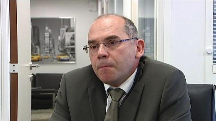 Bruno Samtmann,le directeur commercial d'Amesys, l'entreprise française filiale du groupe Bull qui a vendu un logiciel à la Libye de Mouammar Kadhafi ayant permis l'espionnage d'opposants à l'étranger, le 1er décembre 2011, à Boulogne-Billancourt (Hauts-de-Seine). (France 2)