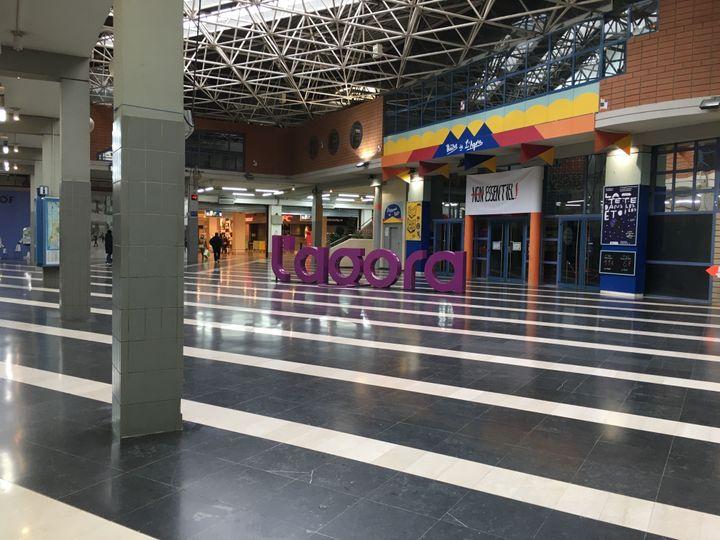 Le centre commercial de l'Agora à Evry-Courcouronnes (Essonne), situé à proximité du tribunal, le 5 mars 2021. (CATHERINE FOURNIER / FRANCE INFO)