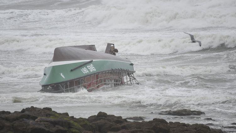 Le bateau de la SNSM le 7 juin 2019 sur une plage des Sables d'Olonne. (SEBASTIEN SALOM-GOMIS / AFP)