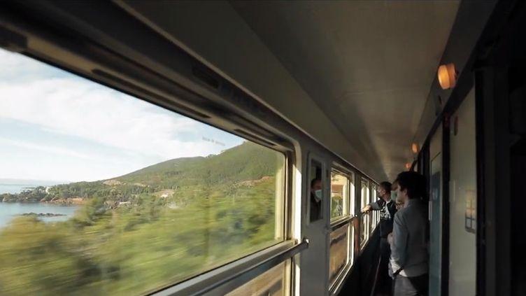 Alors que la France se déconfine et se prépare à profiter du week-end de Pentecôte, un train historique fait son retour vendredi 21 mai : le train de nuit ralliant Paris à Nice (Alpes-Maritimes). (FRANCE 3)