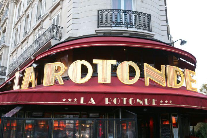 La brasserie La Rotonde dans le 6e arrondissement de Paris, le 23 mars 2017. (PHOTO12 / GILLES TARGAT)