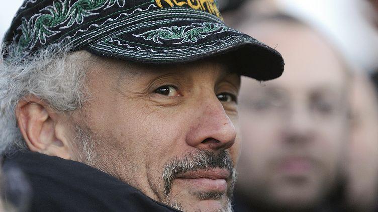 Serge Charnay le 18 février 2013 à Nantes, à sa descente de la grue qu'il a occupée pendant trois nuits pour demander le droit de visite à son fils. (JEAN-SEBASTIEN EVRARD / AFP)