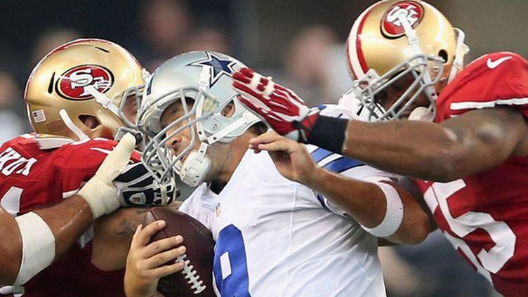 Tony Romo malmené par les 49ers