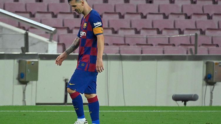 Lionel Messi tête basse avec le Barça malgré son 700e but inscrit en carrière (LLUIS GENE / AFP)