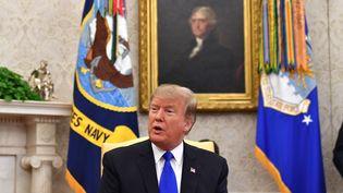 Donald Trump dans le bureau ovale à la Maison Blanche à Washington, le 13 février 2019, lors de la réception du président colombien Ivan Duque. (NICHOLAS KAMM / AFP)