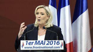 Marine Le Pen, présidente du Front national, lors de son discours à Paris, le 1er mai 2016. (DOMINIQUE FAGET / AFP)