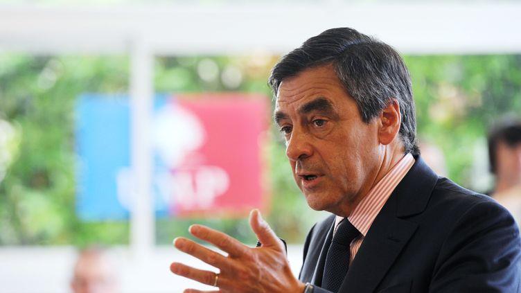 L'ancien Premier ministre a démarré sa campagne de terrain à Fleury-les-Aubrais, près d'Orleans (Loiret), lundi 9 juillet 2012. (ALAIN JOCARD / AFP)